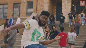 Khalid vuelve al instituto en su nuevo vídeo 'Young Dumb & Broke'