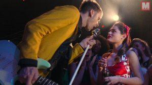 Machine Gun Kelly saca su lado más rockero en 'Let You Go'