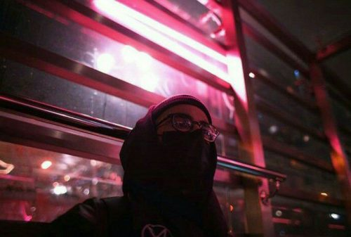 Eleka da un salto al otro lado en su nuevo videoclip 'Shanghai'