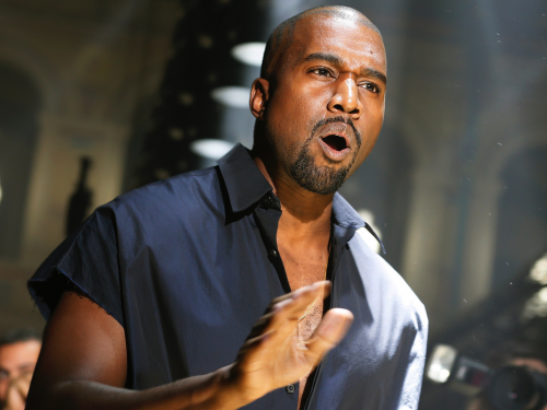 Kanye West se deja ver con un posible nuevo modelo de YEEZY