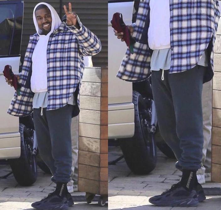 YEEZY - Kanye se deja ver... ¿Con unas YEEZY 700 en color blanco?