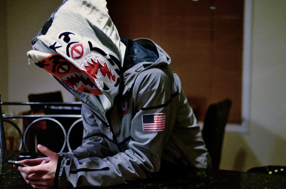 Un canadiense de 17 años roba una hoodie de BAPE a punta de machete