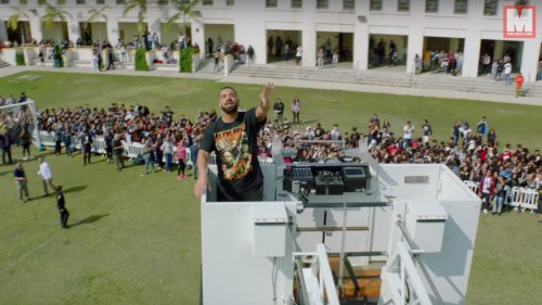 Drake reparte amor y dinero en el esperadísimo videoclip de «God's Plan»
