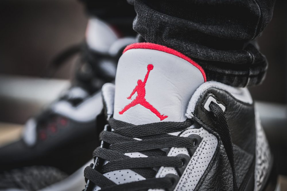 aj3 feet 2 1000x667 - ¡Sorteamos unas Air Jordan 3 OG 'Black Cement'!