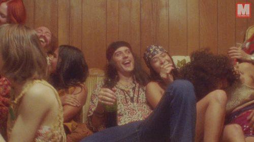 G-Eazy y Charlie Puth viajan al pasado en el videoclip 'Sober'
