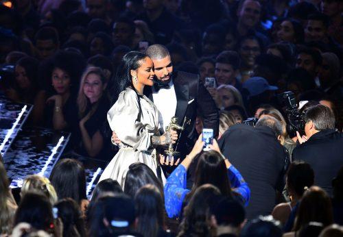 Drake deja de seguir a Rihanna en Instagram por sus comentarios