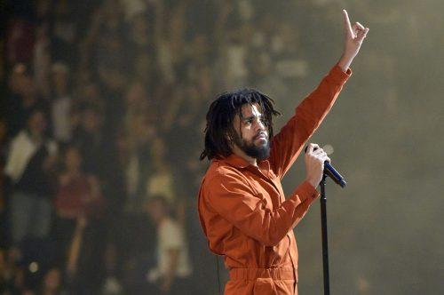 J. Cole detiene a sus fans cuando comienzan a insultar a Lil Pump