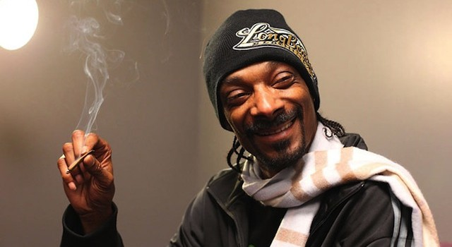 Una experiencia de realidad virtual te ofrece fumar weed con Snoop Dogg