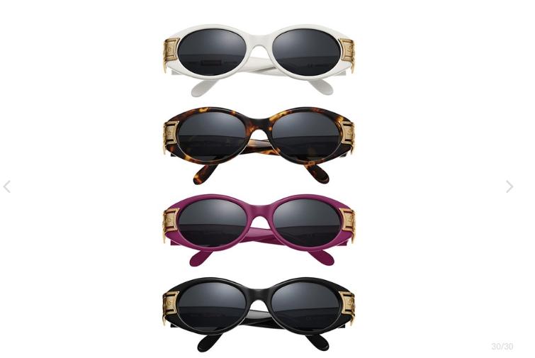 w - Así son las gafas de sol del nuevo drop de Supreme