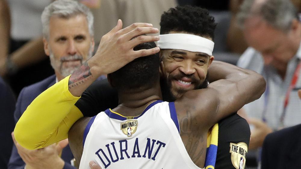 AP18160134524610 - Golden State Warriors vuelven a proclamarse reyes de la NBA