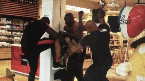 Booba y Kaaris se pelean brutalmente en el aeropuerto de París