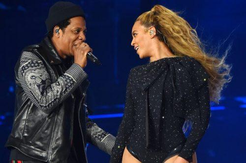 Un fan asalta el escenario durante un show de JAY-Z y Beyoncé
