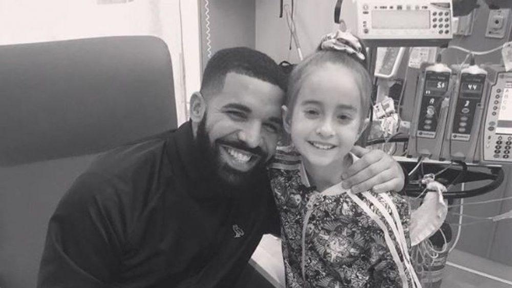 Drake visita en el hospital a una paciente de 11 años con trasplante de corazón