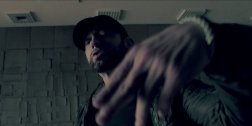Eminem acaba con media escena musical en 'Fall'
