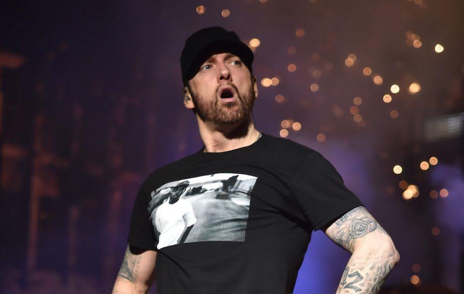 Eminem se caga en los críticos musicales con un anuncio a página completa
