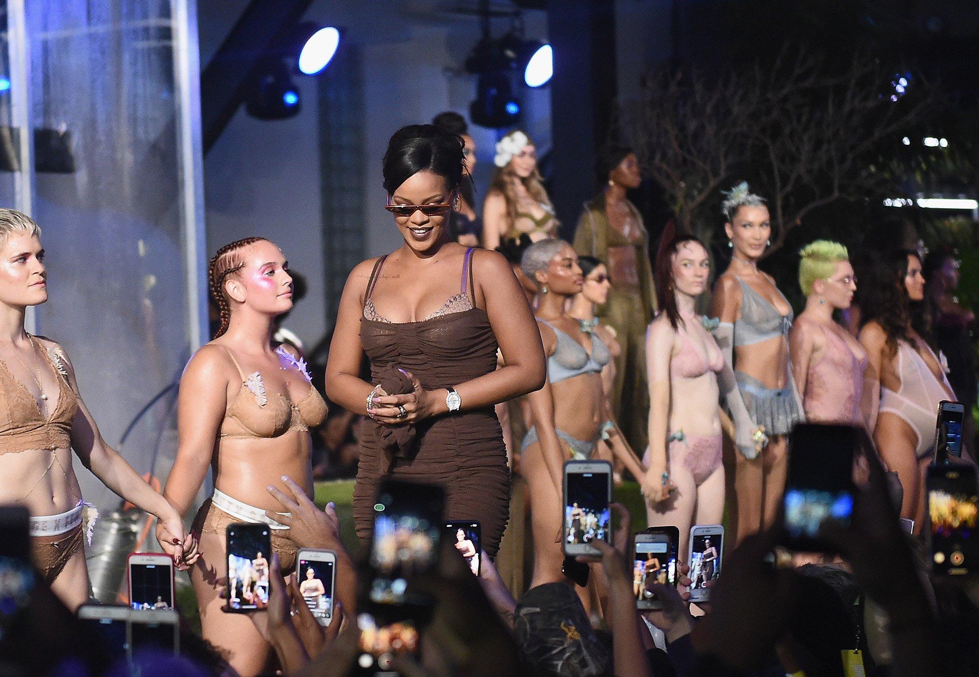 3b095d4f6 Rihanna revoluciona la moda con el desfile de Savage x Fenty