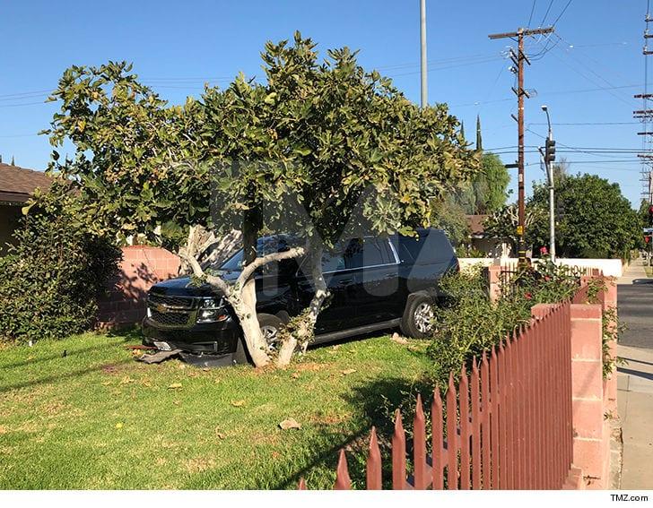 1106 yg car crash tmz 8 - YG envuelto en un accidente de tráfico en un Uber