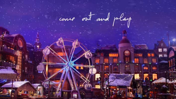 Billie Eilish da voz al anuncio navideño de Apple con 'Come Out And Play'