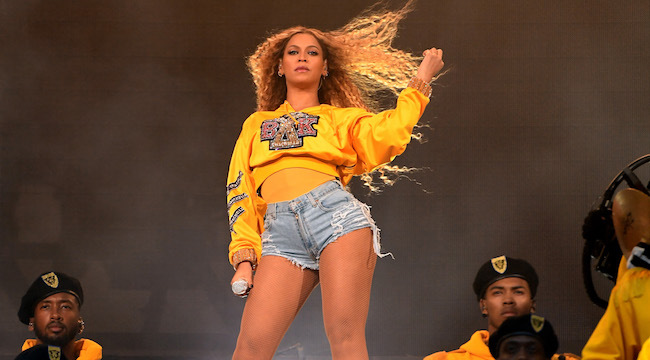 Beyoncé lanza 'Holidayoncé', una colección de merchandising