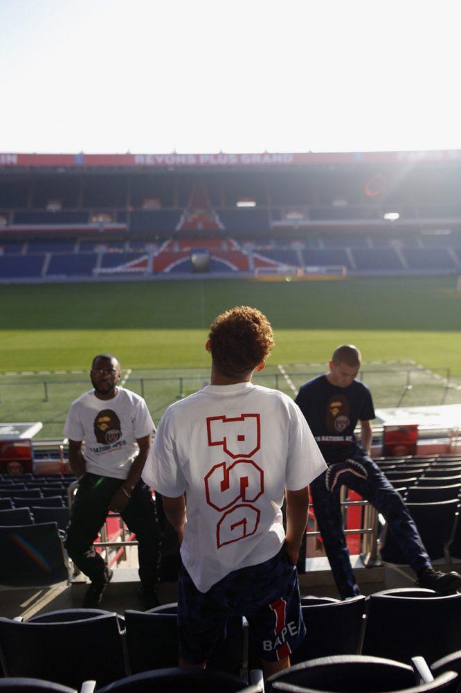 https 2F2Fhypebeast.com2Fimage2F20182F112Fbape psg collab lookbook 9 666x1000 - BAPE celebra el aniversario de su tienda en París colaborando con el PSG