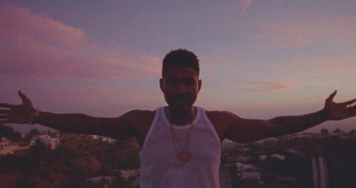 Usher habla de amor pasional en el videoclip de 'Peace Sign'