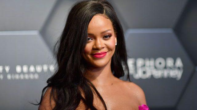 Rihanna bromea con el lanzamiento de su nuevo disco