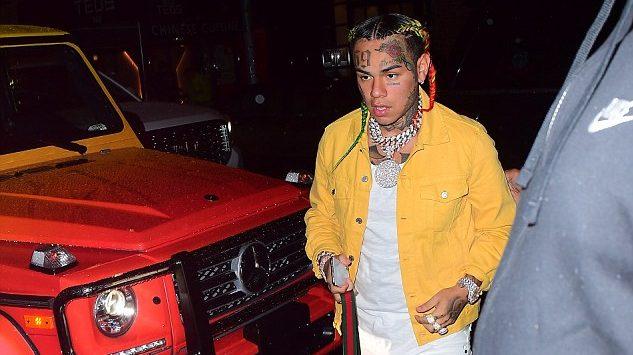 6ix9ine le regala por navidad a su novia un Mercedes G Wagon