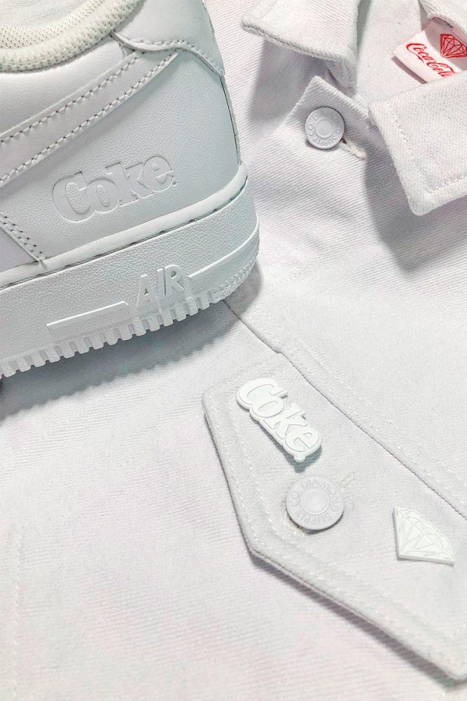 2 667x1000 - Descubre las Air Force 1 'White Coke' x Coca-Cola x Diamond Supply Co.