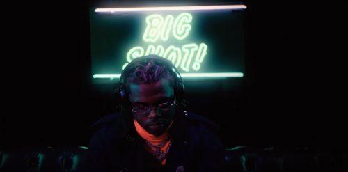 Todo flota alrededor de Gunna en el videoclip de 'Big Shot'