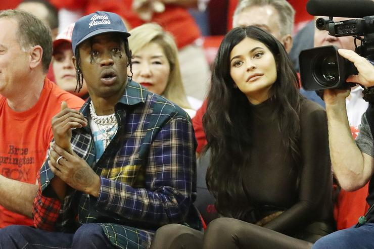 Kylie Jenner acusa a Travis Scott de ponerle los cuernos