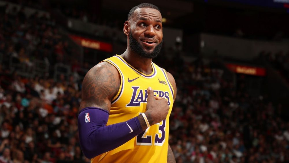 LeBron James supera a Jordan en la lista de anotadores de la NBA