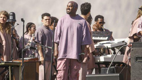 Kanye acaba su «Sunday Service» entre lágrimas y con una nueva canción