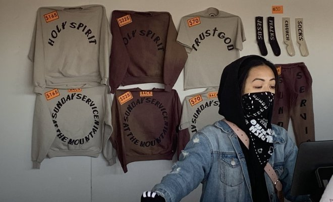 Ya a la venta merchandising del 'Sunday Service' de Kanye West