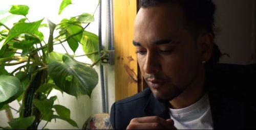 DONDEE 500x255 - Don Dee vive una vida de estrella en su nuevo videoclip 'Telenovela'
