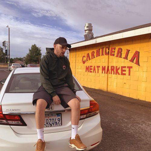 Gallego Market 500x500 - Gallego presume de lo que ha logrado en su nuevo videoclip 'Cálculos'
