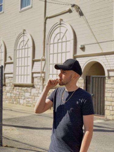 Gallego The Medizine 3 375x500 - Gallego presume de lo que ha logrado en su nuevo videoclip 'Cálculos'