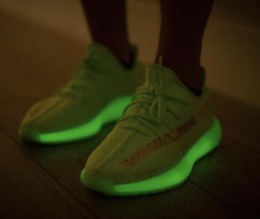 IMG 9057 - El regreso de las deseadísimas adidas Yeezy 350 v2 'Glow'