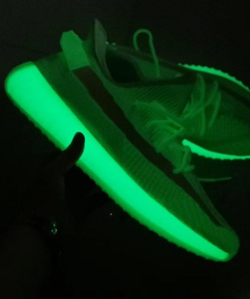 IMG 9058 837x1000 - El regreso de las deseadísimas adidas Yeezy 350 v2 'Glow'