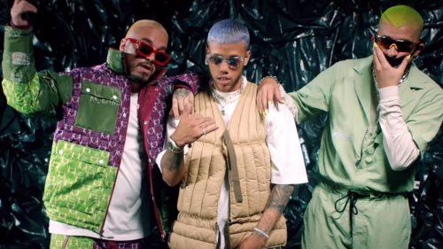 Jhay Cortez, J Balvin y Bad Bunny tiran de bellaqueo en su nuevo visual 'No Me Conoce'