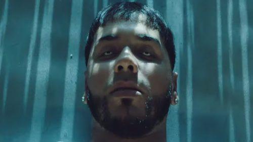 Anuel AA firma uno de sus videoclips más agresivos en 'Por Ley'
