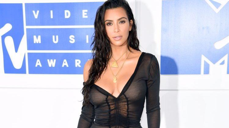 Kim Kardashian continúa liberando a presos condenados de por vida