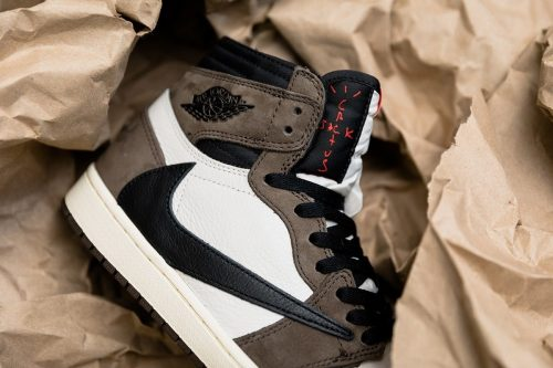 travis 2 500x333 - Confirmada la fecha oficial de lanzamiento de las Travis Scott x Nike AJ1