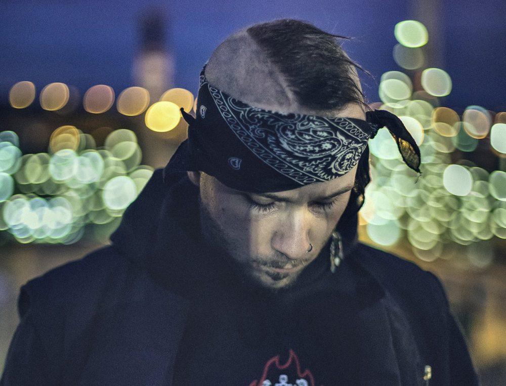 D.L. Blando y Jayeem ponen su dolor en común para el single 'Stab Me'