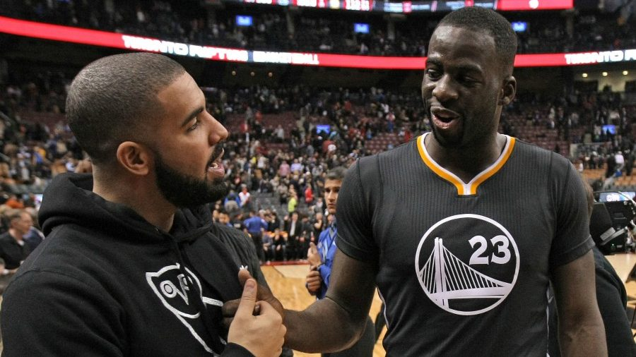 Draymond Green trollea a Drake poniéndose ropa de OVO en Toronto