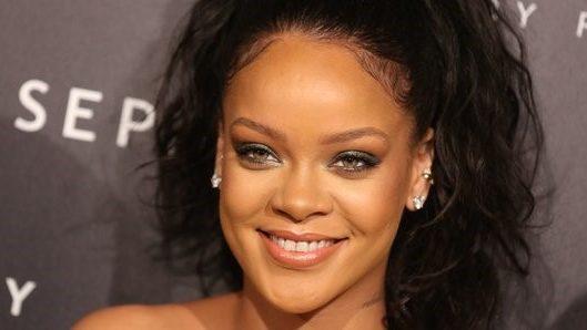 Forbes nombra a Rihanna la mujer cantante más rica del mundo