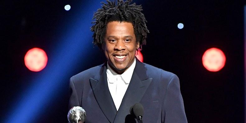 Jay-Z sorprende al mundo invirtiendo en el negocio de la marihuana legal