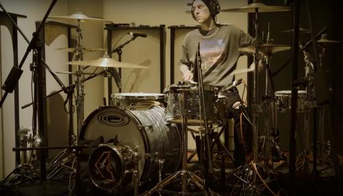 Travis Barker saca remix del 'Falling Down' de XXXTENTACION y Lil Peep