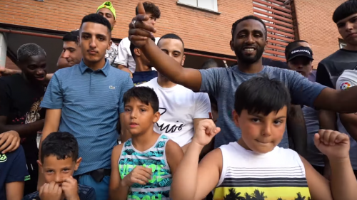 DELARUE y El Morad cuidan de su barrio en 'Nuestros Modos'