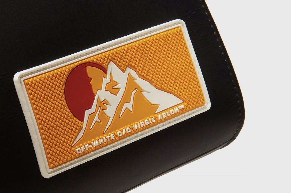 "https   hypebeast.com image 2019 08 off white puffy origami tote bag release 4 1000x666 - Off-White apuesta por el minimalismo para su nueva bolsa ""todoterreno"""