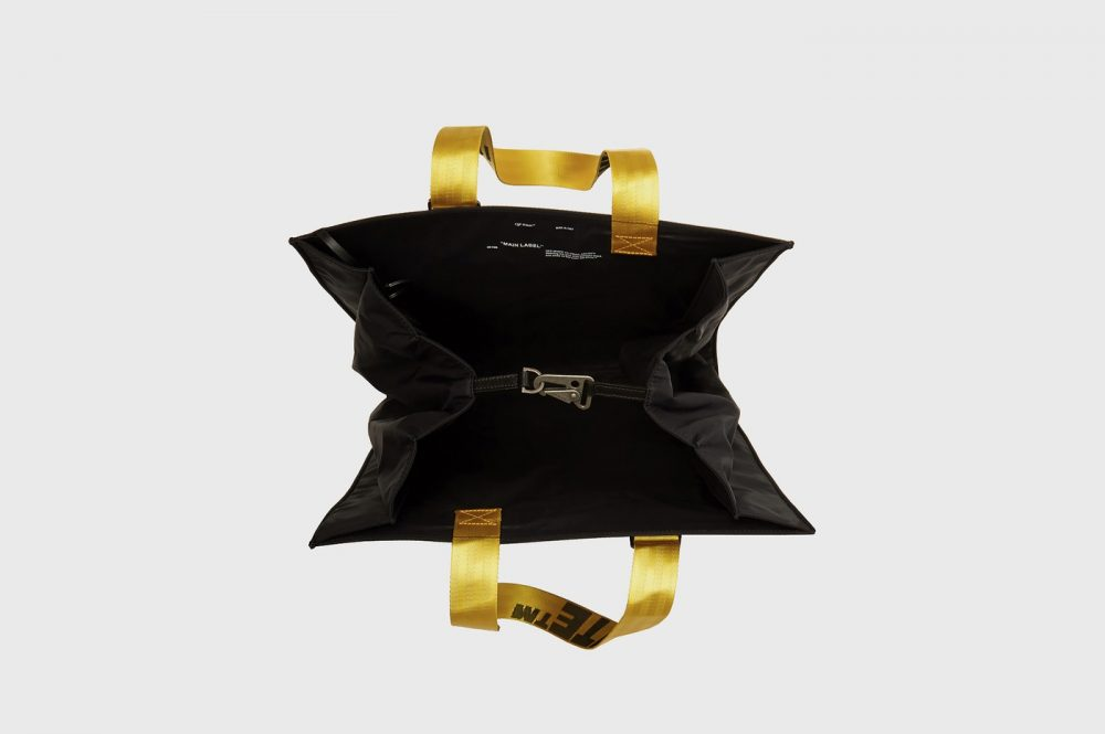 "https   hypebeast.com image 2019 08 off white puffy origami tote bag release 77 1000x665 - Off-White apuesta por el minimalismo para su nueva bolsa ""todoterreno"""